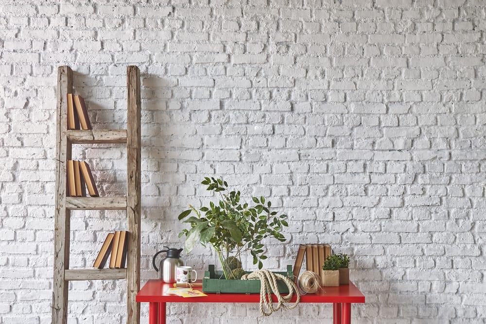 Riciclo creativo come arredare casa in modo originale e low cost con una vecchia scala di - Oggettistica casa low cost ...