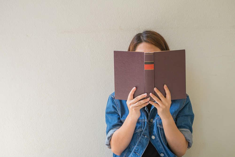 Benefici della lettura, elimina stress e malumore. Aumenta l'empatia e migliora le relazioni con gli altri