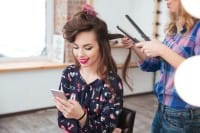 Come rinforzare i capelli in modo naturale. Dalla dieta agli impacchi di olio di semi di lino