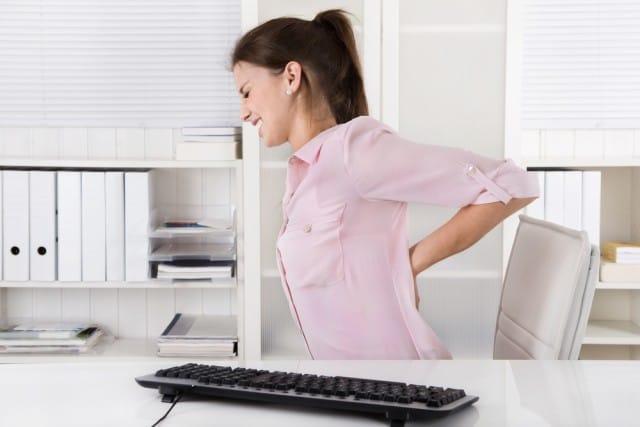 Mal di schiena, consigli e rimedi naturali per prevenirlo e rimettersi in forma velocemente