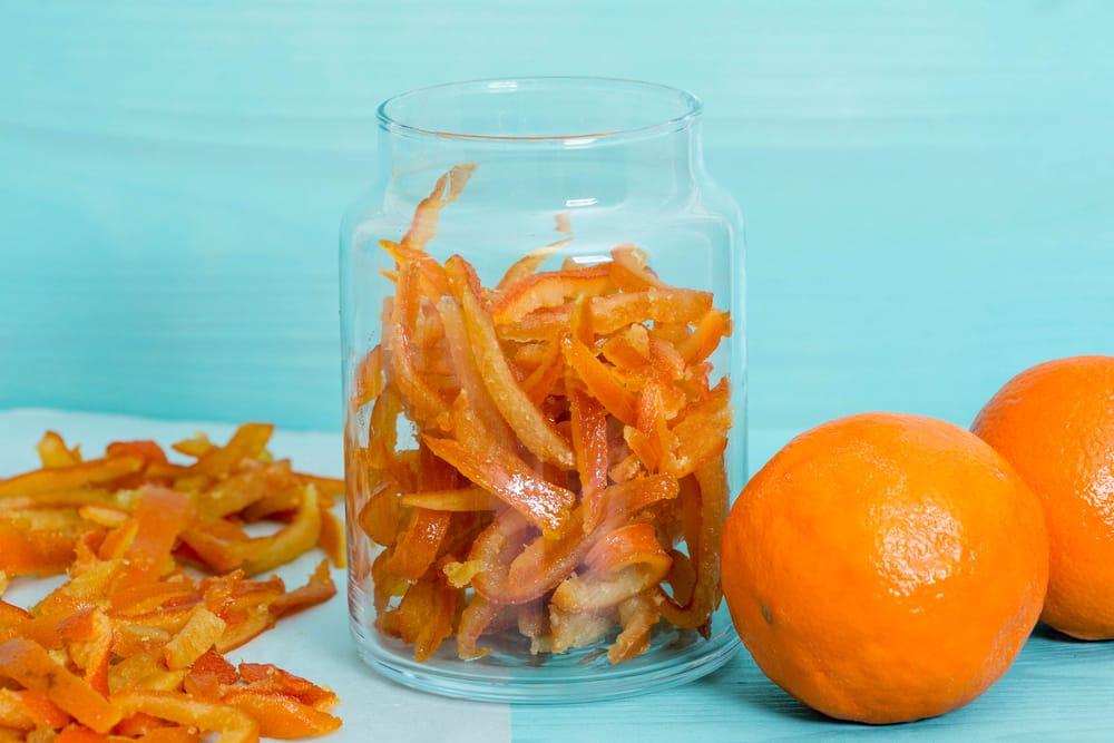 Bucce di arance candite, la ricetta perfetta per decorare crostate, gelati e dessert