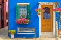 Le vecchie persiane possono diventare tavolini e testiere dei letti. Non sprecatele (Foto)
