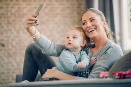 rischi foto bambini su facebook