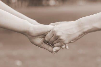 Quando l'amicizia ci cambia la vita: così Letizia dona il rene e salva Lara. E il bellissimo gesto di Paola