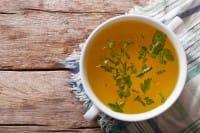Brodo vegetale: come prepararlo nel modo migliore, con le verdure giuste e un tocco di zenzero