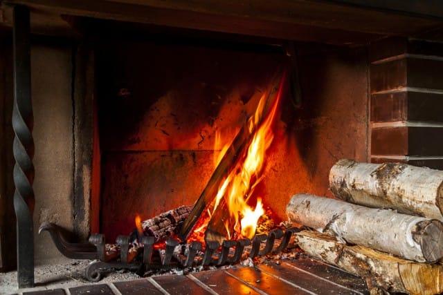 come-sistemare-la-legna-per-il-camino (1)