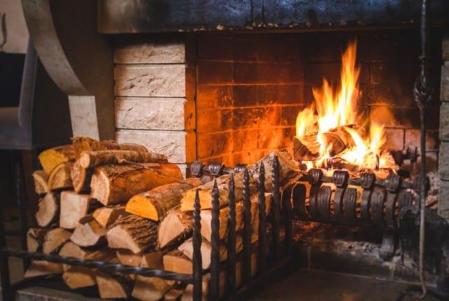 Come sistemare la legna per il camino - Non sprecare
