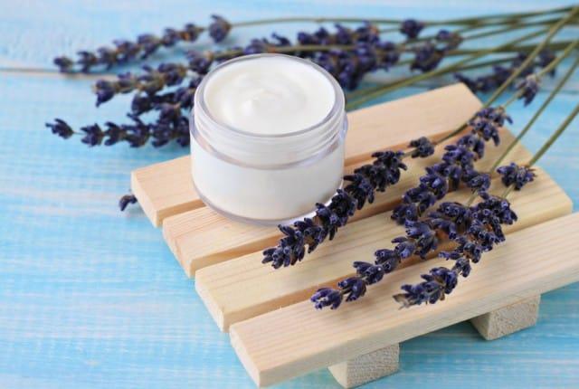 Crema balsamica fatta in casa, un rimedio naturale per combattere raffreddore, tosse e mal di gola