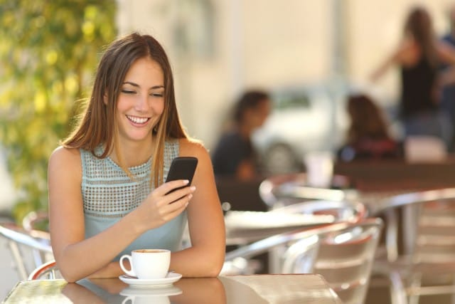 Regole per un buon uso del cellulare, in 6 mosse si scopre il bon ton