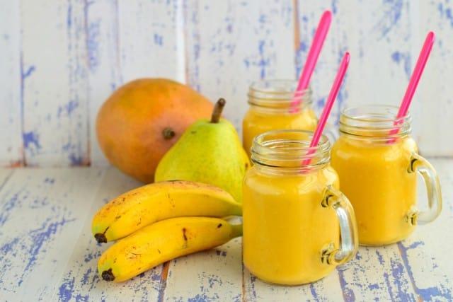 Frappè agli agrumi: la ricetta con banane, pere, miele crudo e vaniglia naturale