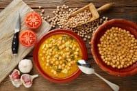 Minestra di riso e ceci, la ricetta semplice per un piatto gustoso e molto salutare