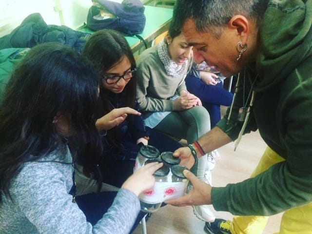 A Taranto è nata una eco-orchestra di studenti che suona con strumenti riciclati (Foto)