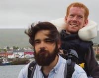 Viaggiare il mondo sulle spalle degli amici, la bella storia di Kavan Chandler