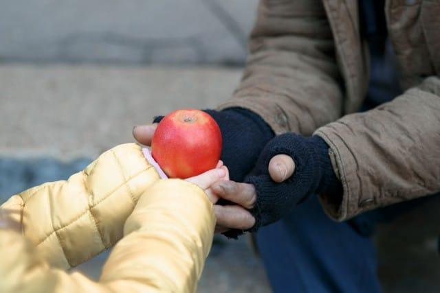 iniziative-per-aiutare-poveri-sospeso (2)