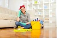 Lavoro domestico, per le donne vale cinque ore al giorno. Ma allora perché non farselo pagare?