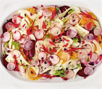 Insalata di ravanelli con barbabietole e arance, la ricetta di un piatto colorato, nutriente e sano