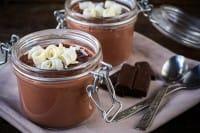 Mousse al cioccolato, la ricetta profumata per il dolce che aiuta a mangiare la frutta