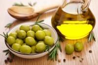 Usi alternativi dell'olio d'oliva, un toccasana per salute e bellezza e l'ideale anche per le pulizie di casa