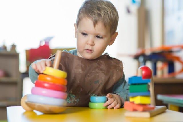 Montessori, il modello educativo che mette al centro la libertà dei bambini