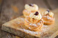 Zeppole di San Giuseppe fritte: la ricetta con crema e amarena per festeggiare i papà