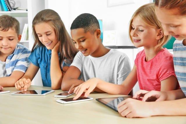 cellulare-scuola-classe-equivale-perdere-settimana-lezione-anno (2)