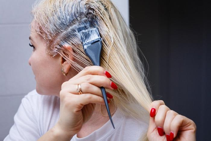 come tingere i capelli bianchi