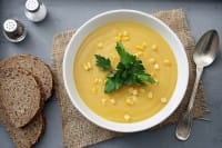Crema di mais, la ricetta per preparala con il sapore delle spezie e con un dado vegetale