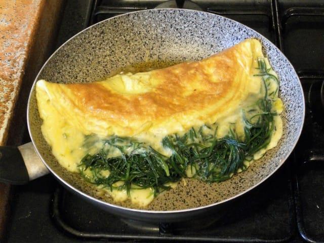 ricetta-omelette-agretti-provola-affumicata (11)