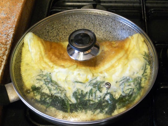 ricetta-omelette-agretti-provola-affumicata (12)