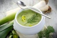 Zuppa di porri, con il sapore in più del brodo e dell'aglio