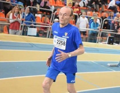 Giuseppe ha cent'anni ma corre i cento metri e batte i record di salto il lungo (video)