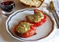 Peperoni ripieni, la ricetta per gustarli in una versione sfiziosa, con l'hamburger
