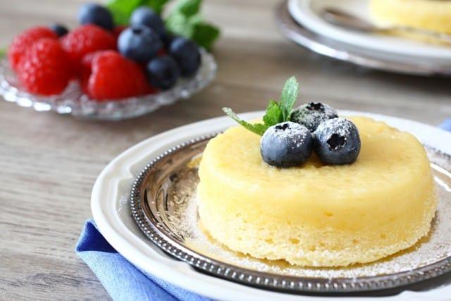 Soufflé al limone, la ricetta di un dessert soffice e profumato, semplice da preparare