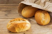 Carta e sacchetti del pane e della frutta, così diventano alberi, vasi e porta dolci (Foto)
