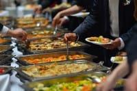 Cibo a domicilio, JustEat e Caritas insieme per combattere gli sprechi dei ristoranti
