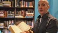 Nel bar di Gianni niente videopoker: al loro posto è arrivata un'invasione di libri
