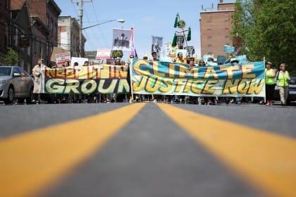 Una campagna mondiale per investire di meno su petrolio e carbone a favore delle rinnovabili