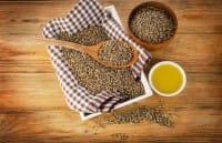 Semi di canapa, uno degli alimenti più completi. Ottimi per la cucina vegan, ma anche contro l'artrosi