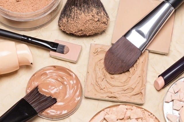 Come conservare i cosmetici in estate: 5 consigli utili per evitare sprechi