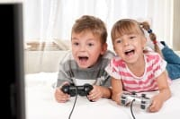 La dipendenza da videogiochi, per fermarla servono genitori presenti. E qualche alternativa…