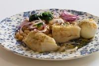 Merluzzo, la ricetta originale per farlo con le cipolle caramellate