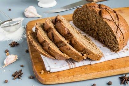 Pane all'anice fatto in casa, la ricetta con miele e scorza d'arancia. Ottimo per digerire bene