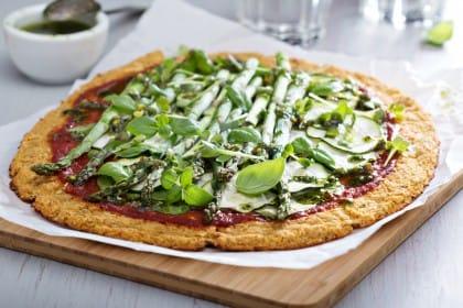 ricetta pizza con gli asparagi