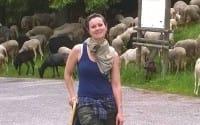 La fotomodella che alle passarella ha preferito le pecore e le stalle (foto)