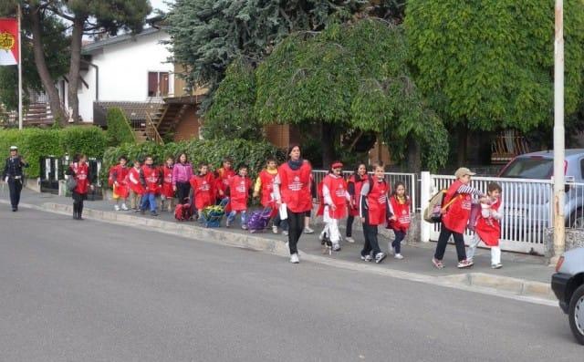 Piedibus, decolla in tutta Italia il progetto per portare a scuola i bambini a piedi (foto)