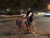 Marina Jaber, la donna che sfida i divieti arabi. E gira soltanto in bicicletta (foto)