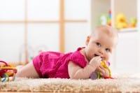 Mal di denti dei neonati, i consigli per alleviarlo in modo naturale