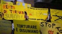 Reato di tortura, gli italiani lo aspettano da trent'anni. Ma il Parlamento dorme… (foto)