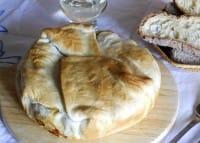 Caponata in crosta di pasta sfoglia, una ricetta nutriente e sana, davvero gustosa (Foto)