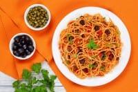 Spaghetti all'eoliana, la ricetta di un piatto davvero saporito e semplice da preparare
